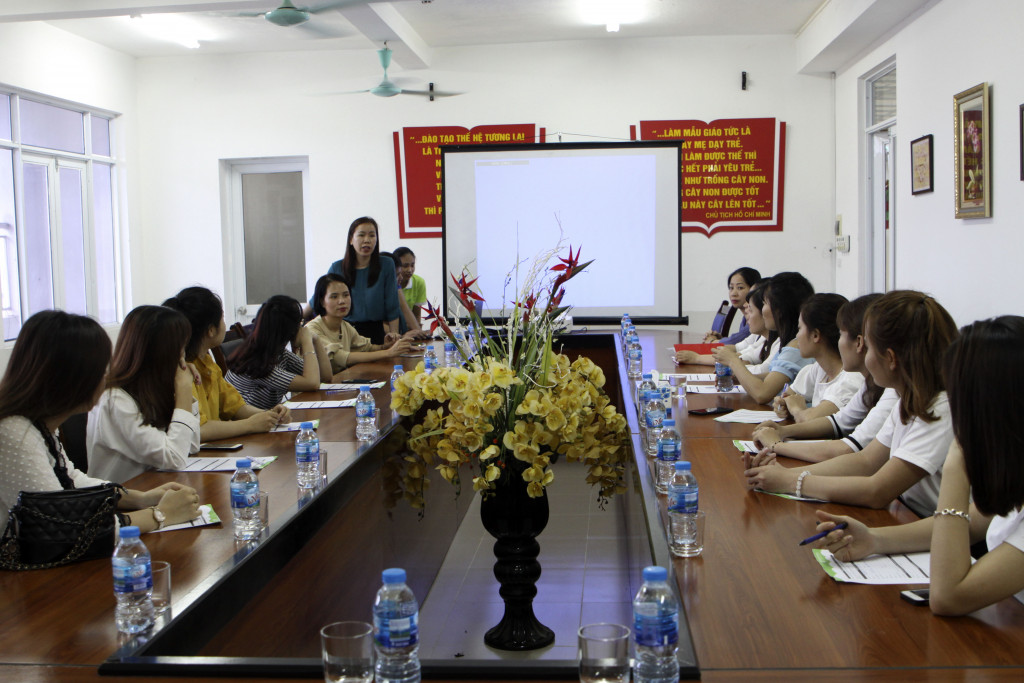 Cô Vũ Huyền Tâm - hiệu trưởng trường Green School chia sẻ về đặc thù nghề giáo cũng như truyền ngọn lửa yêu nghề đến các sinh viên