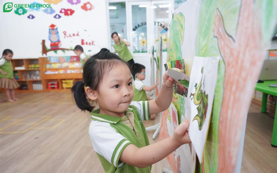 Bố mẹ, thầy cô là người dẫn dắt để khơi gợi hứng thú của trẻ