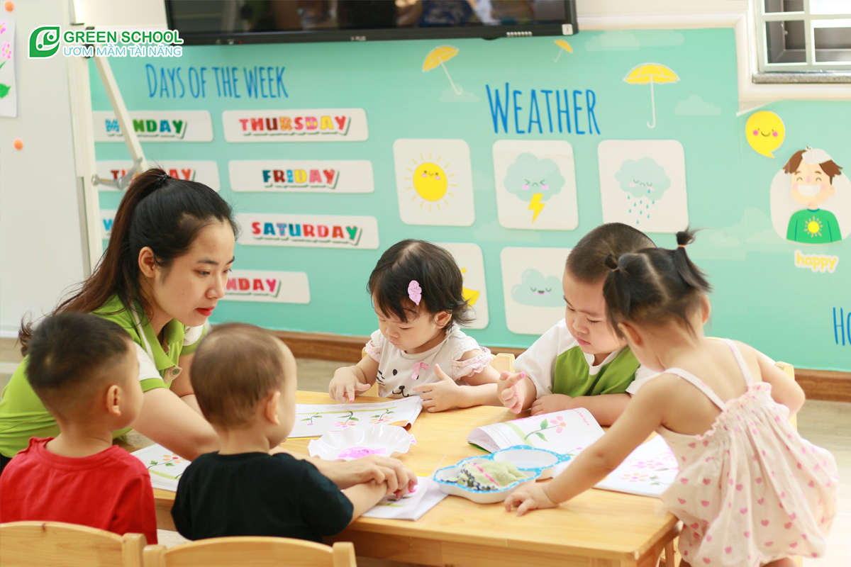 Chọn trường mầm non cho bé 2 tuổi giúp trẻ phát triển tư duy và kỹ năng
