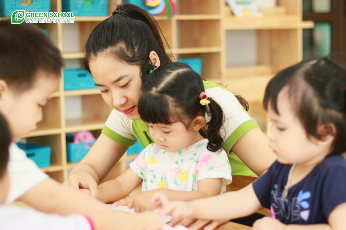 Bí quyết chọn trường mần non cho bé 2 tuổi để bé phát triển tư duy và phát triển kỹ năng tốt nhất. Chọn trường mầm non cho bé 2 tuổi dựa trên chính những tiêu chí sau