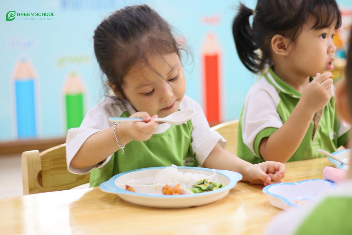 Chọn trường mầm non cho bé 3 tuổi môi trường để bé phát triển đầy đủ các kỹ năng