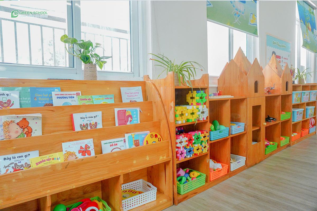 Giáo cụ phục vụ cho học tập, đồ chơi trong lớp đa dạng phong phú cho bé ở độ tuổi mầm non 2 tuổi