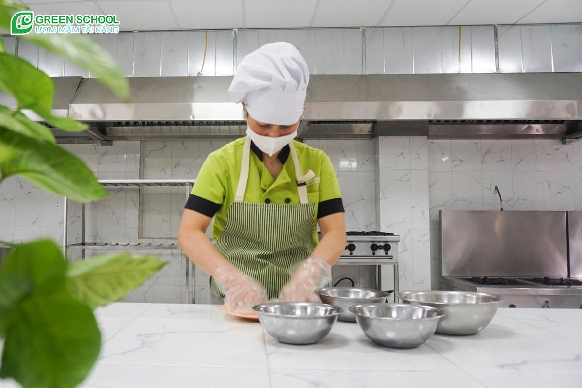 Khâu chuẩn bị thực phẩm luôn đảm bảo an toàn