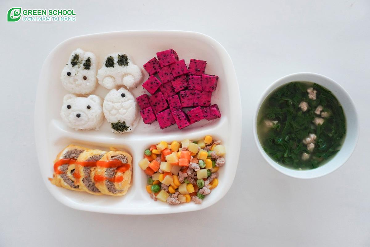 Bữa ăn của bé tại Green School luôn đảm bảo dinh dưỡng
